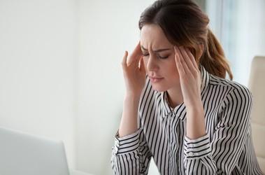 Co to jest migrena? Poznaj objawy, przyczyny i sposoby jej leczenia