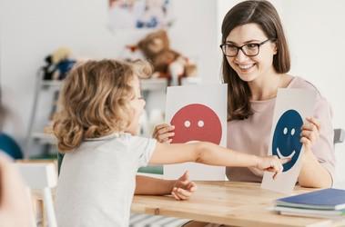 Co to jest autyzm? Jakie są jego przyczyny i czy da się go wyleczyć?